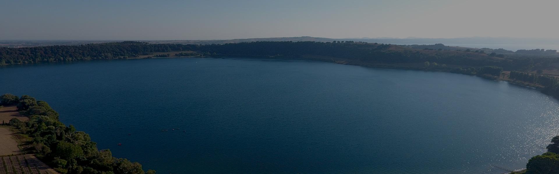 lago martignano vista drone