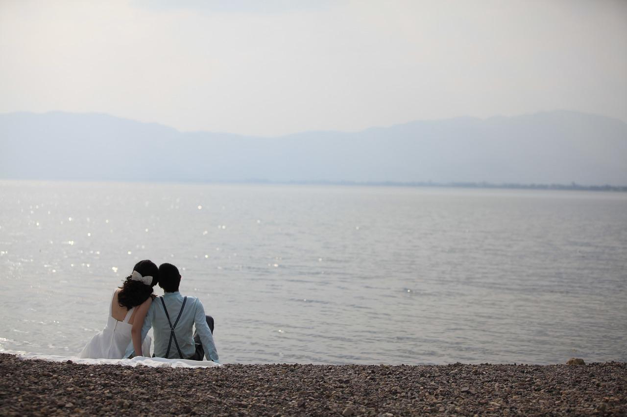 Promessa di matrimonio: cos'è e come vestirsi ...